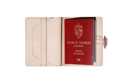 Mahiout, passport case, naturla leather