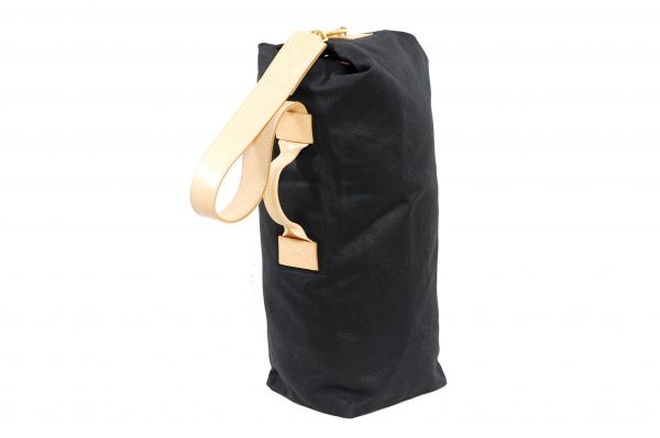 mahiout duffel bag in waxed cotton canvas, natural tanned lather and solid brass fittings, http://www.mahiout.com, http://www.contractor48.com